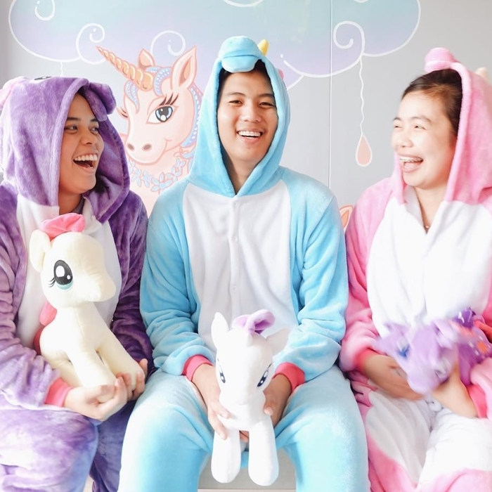 Rainbow Dreams Cafe In Maginhawa Lets You Wear Unicorn Onesies For