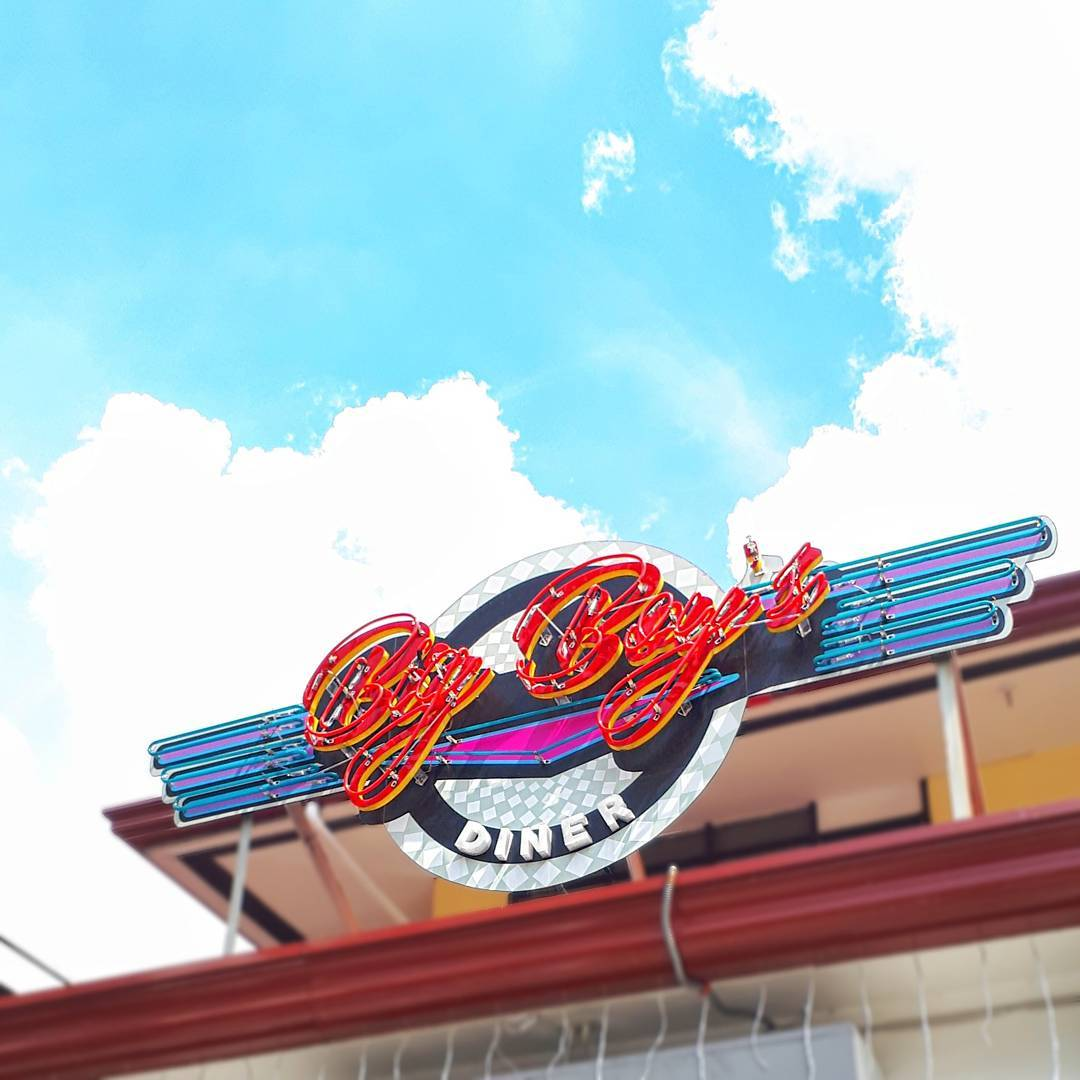 Big Boy S A Riverdale Inspired Diner In Qc Is A Neon Lover S Paradise Booky