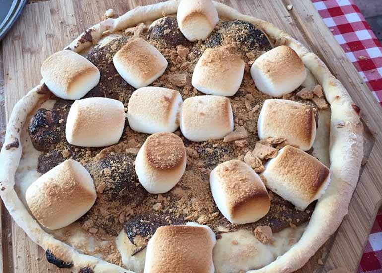 smores-dessert-pizza