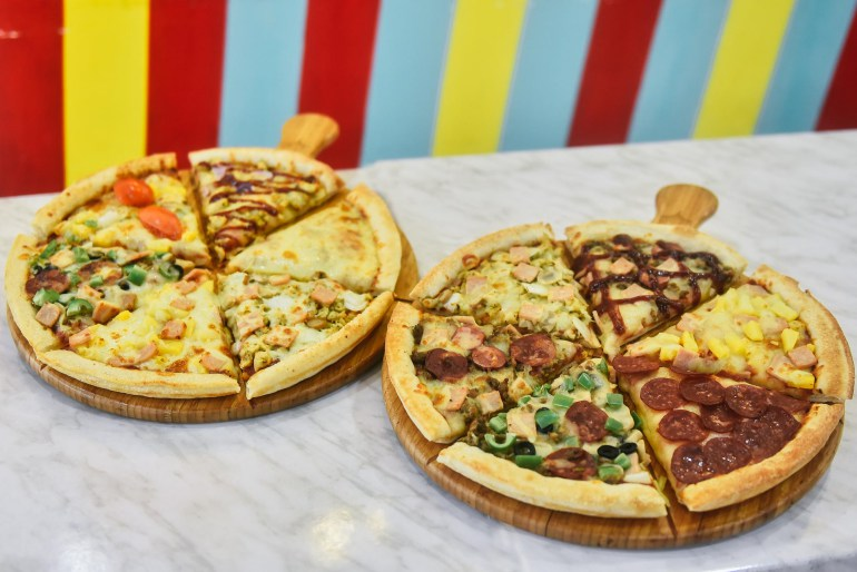 pizza, restaurants in metro manila, where to eat in manila, where to eat in quezon city, greenhills, pezzo, pizza, menu, delivery, pizza toppings