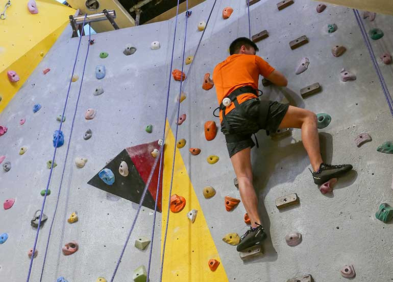 weightless-workouts-indoor-climbing-fitness