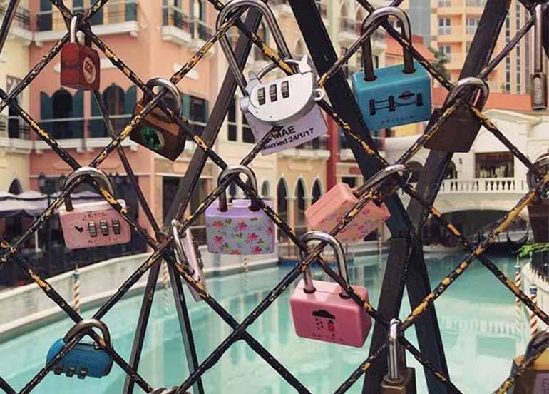 love-locks-gate-venice-grand-canal