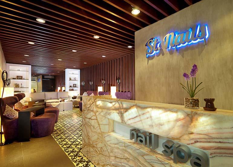 nail-salon-lobby