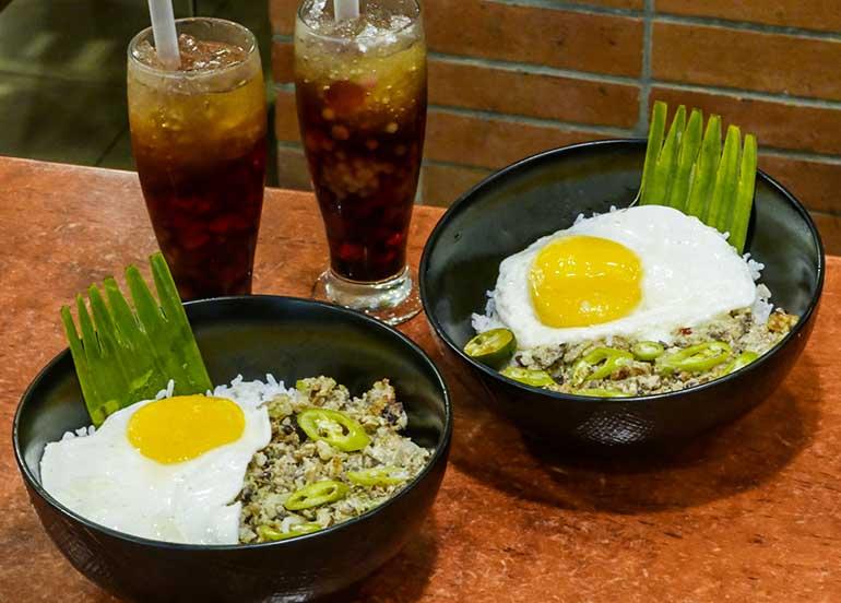 chicken sisig rice bowl, sago't gulaman