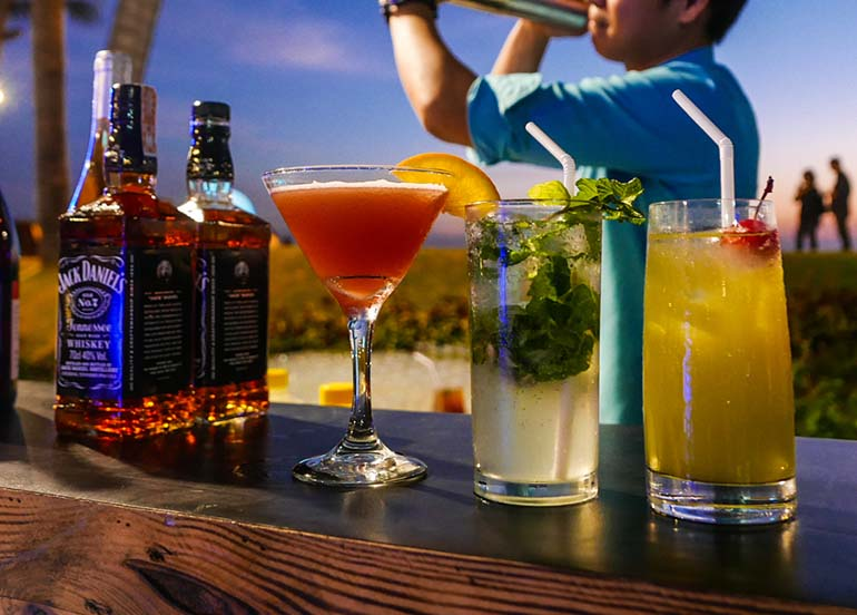 cocktails-by-the-bay
