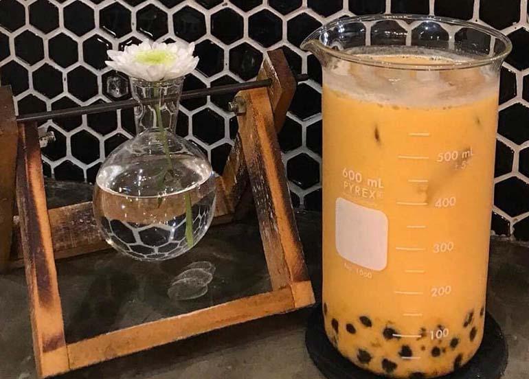 milk-tea-in-beaker