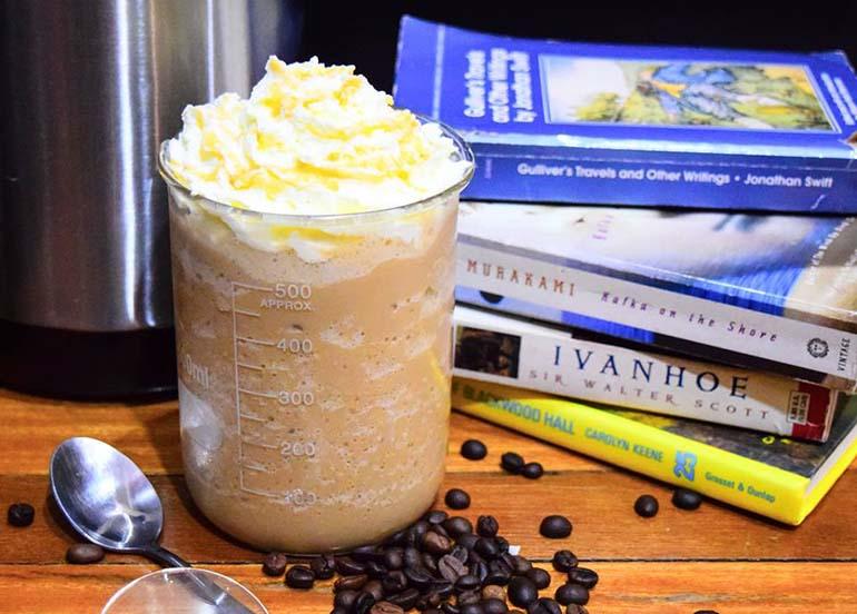 milk-tea-with-whipped-cream