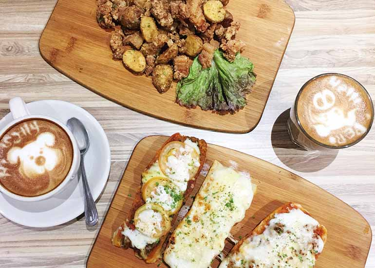Chicken and Potatoes and Open Faced Sandwiches from Books and Borders Cafe