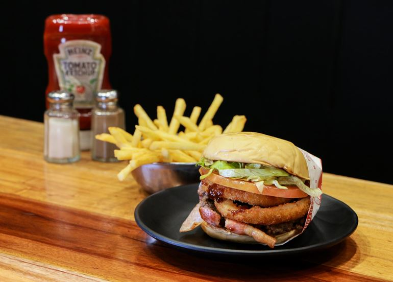 Find out where you can get ANGUS BURGERS for under P300!