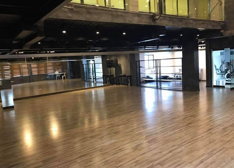 queen's-dance-studio-floor