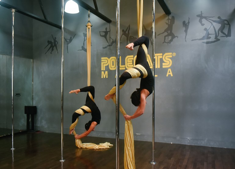 suspended-rope-pole-dancing-class