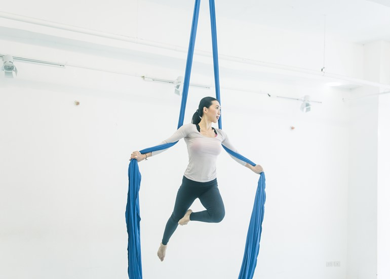 instructor-aerial-suspension-class
