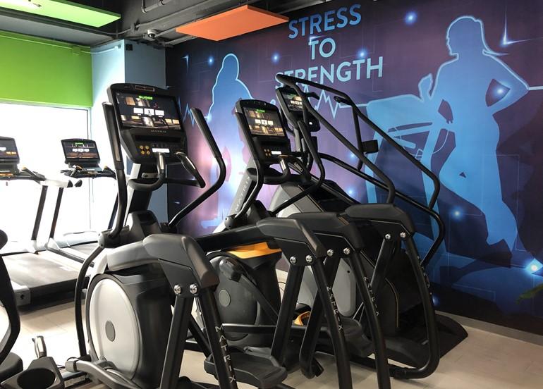 surge-fitness-elliptical-machine