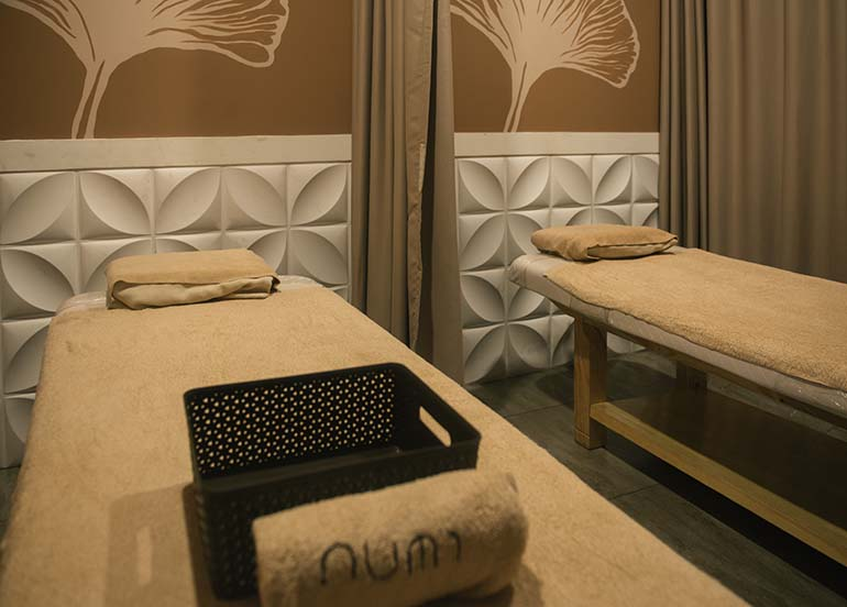 massage-room-double-bed