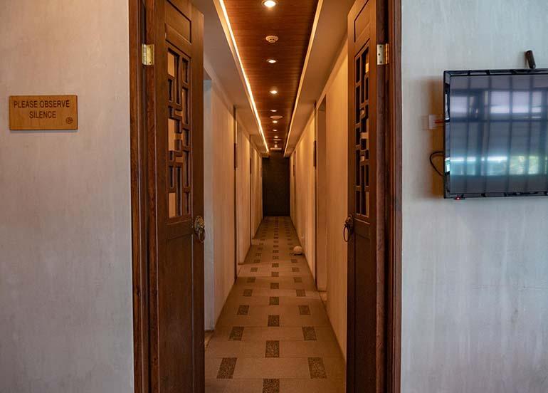 relaxing-hallway