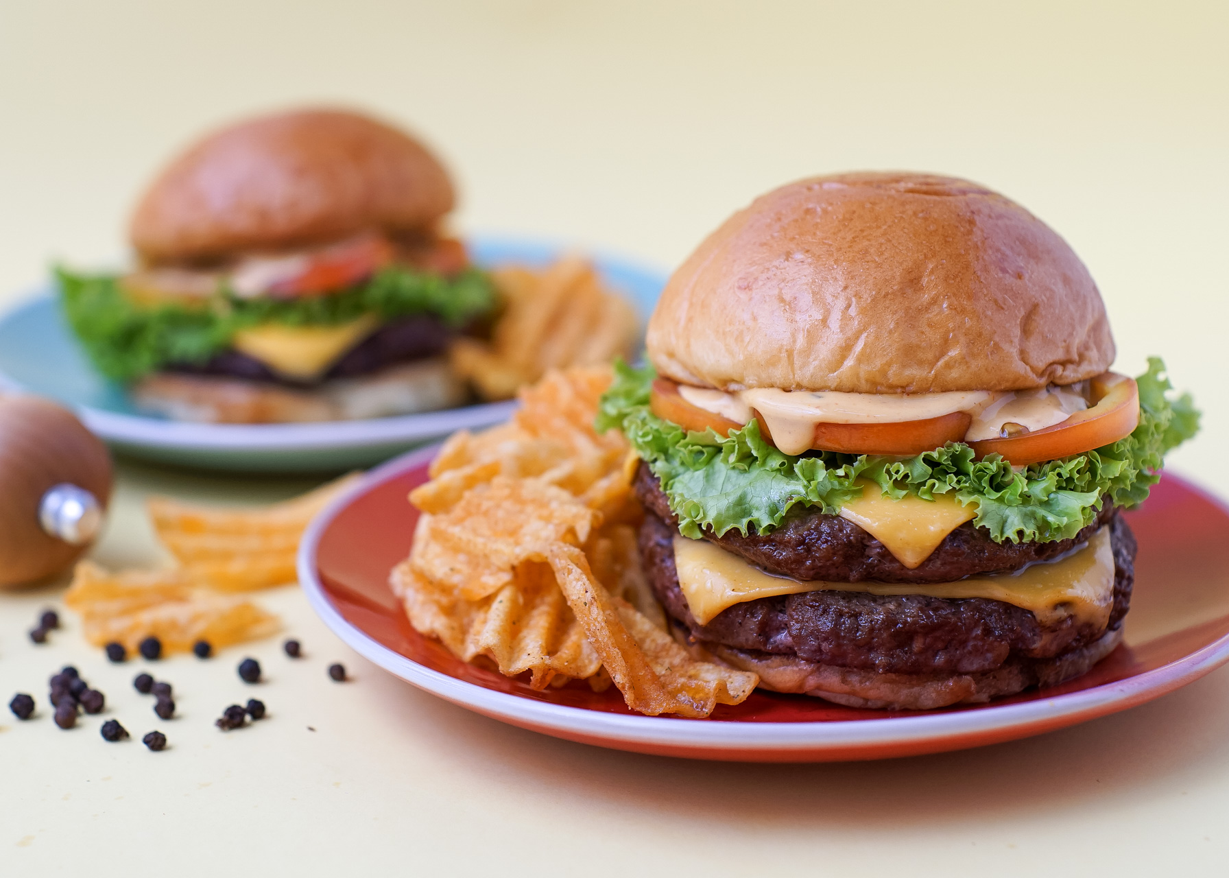 Make Your Own Juicy Burgers At Home With This Easy All-In-One Kit!