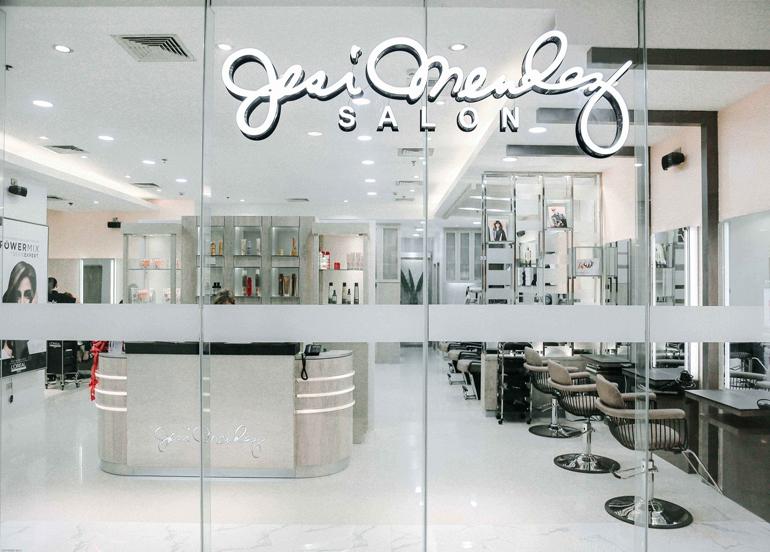 Jesi Mendez Salon's Interior and Entrance
