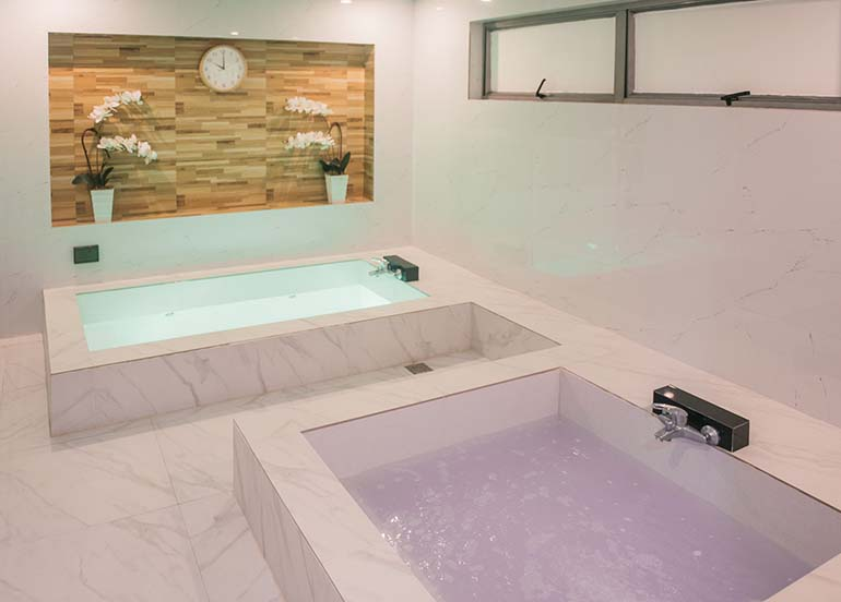 jacuzzi-in-spa