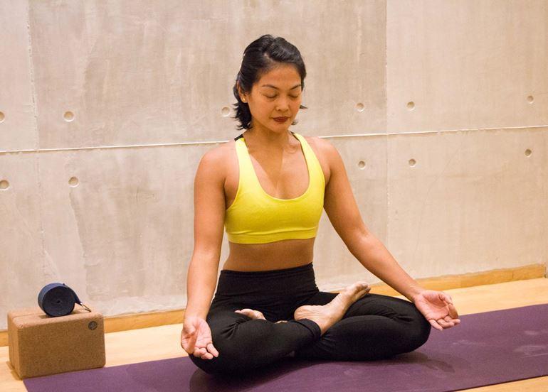 yogahive-instructor-meditating