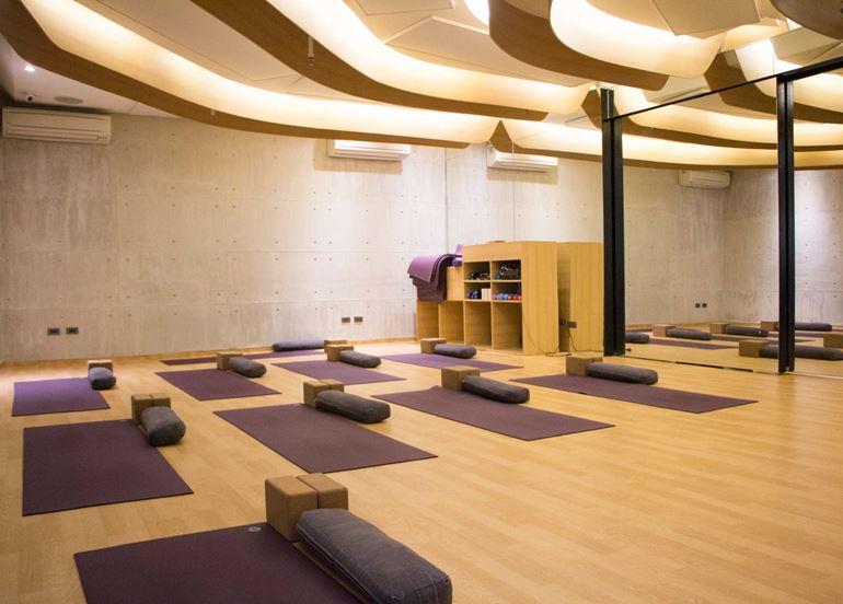 yoga-studio-mats