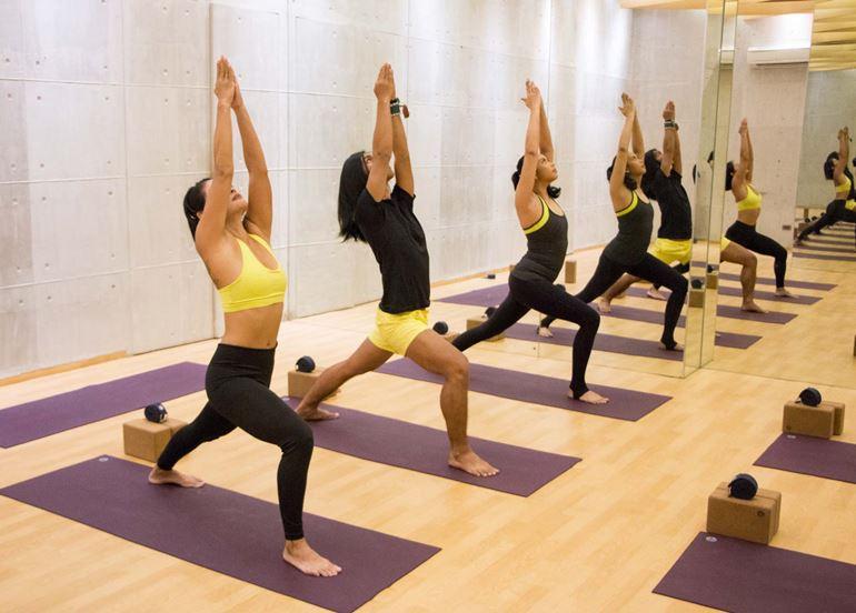 yoga-class-stretching-upwards