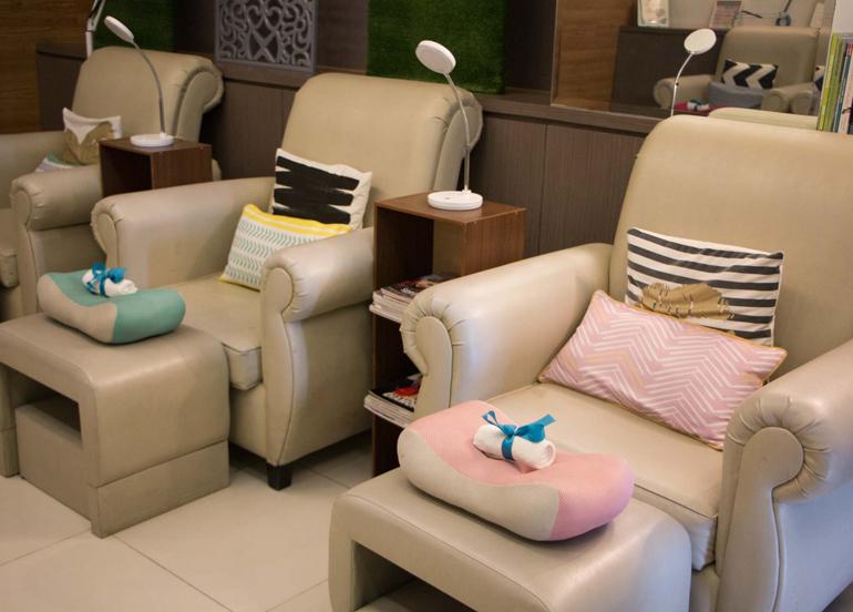naked-nail-organic-spa-interior-chairs