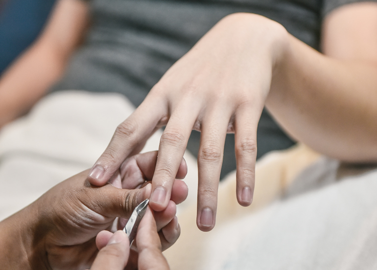nail-axis-manicure