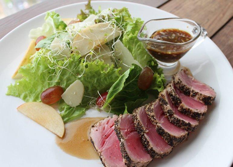 steak-and-salad