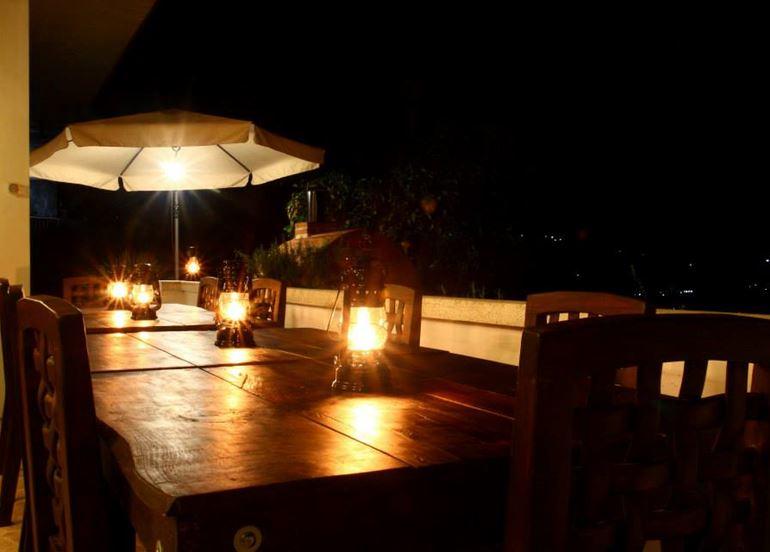 outdoor-balcony-dinner