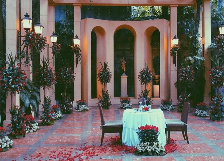 outdoor-dining-table-for-two