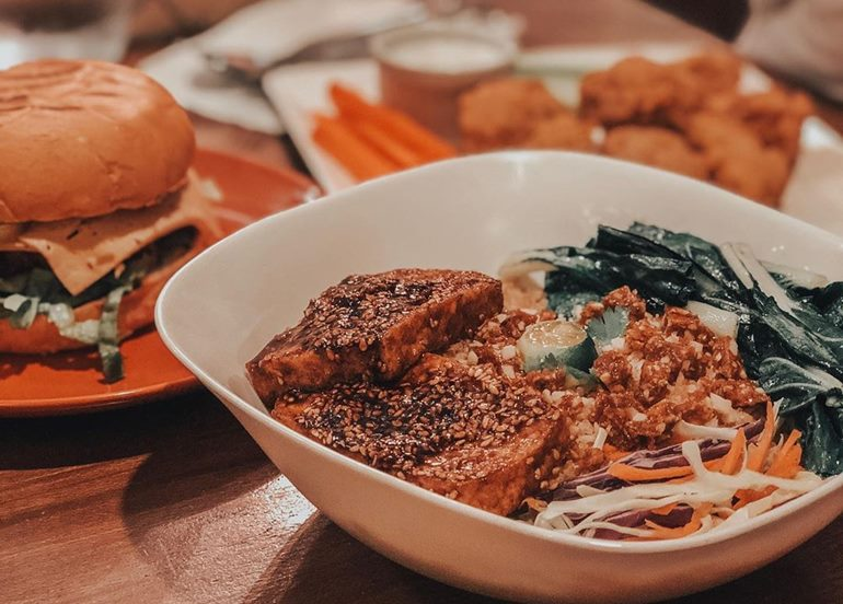 quinoa-bowl-vegan-burger