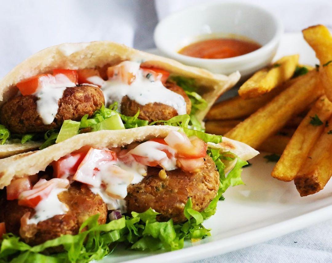 vegan-falafel-sandwich