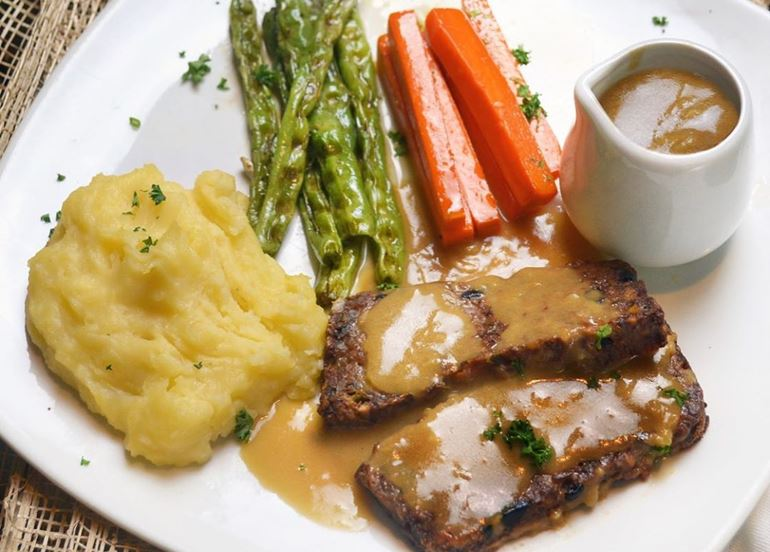vegan-roast-beef-with-gravy