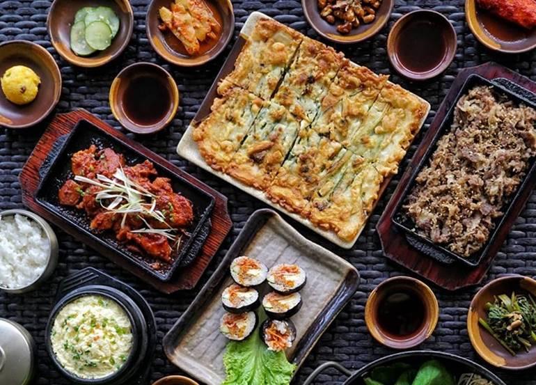 pajeon-spicy-chicken-kimchi-sushi-spread