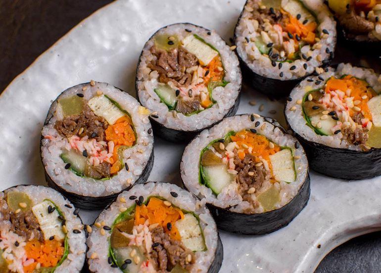 kimchi-sushi-roll