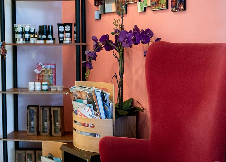 luxuria-nail-bar-skin-lounge