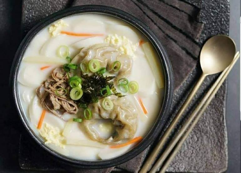korean-soup-bowl