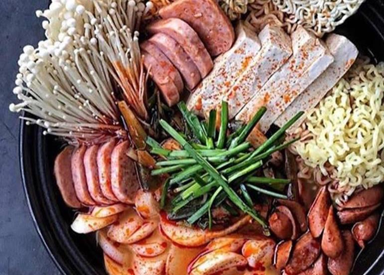 korean-sausage-hot-pot