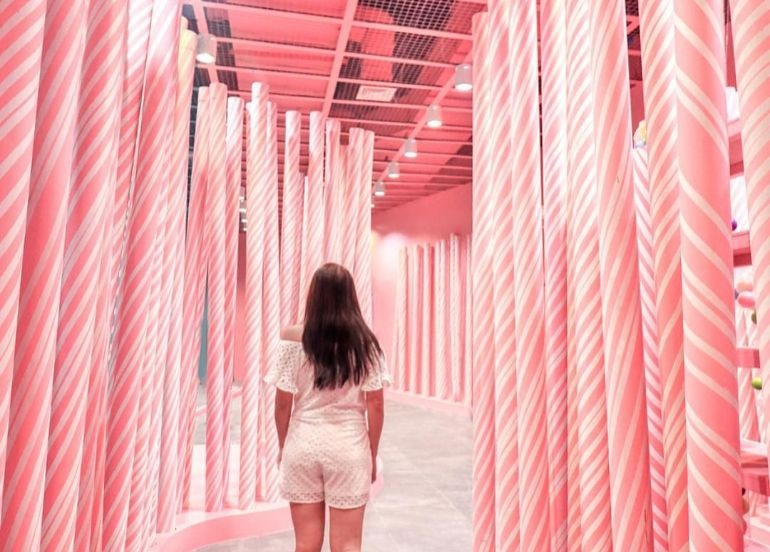 candy-cane-pathway-naughty-pathway-pink-dessert-museum