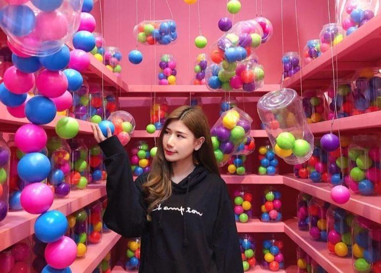 gumball-gummy-room-balls-colorful-dessert-museum