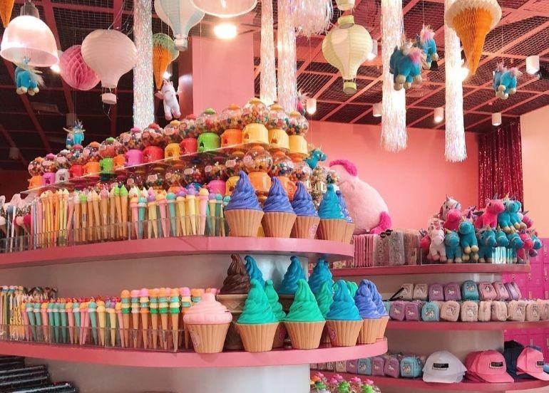 souvenir-shop-ice-cream-toys-dessert-museum