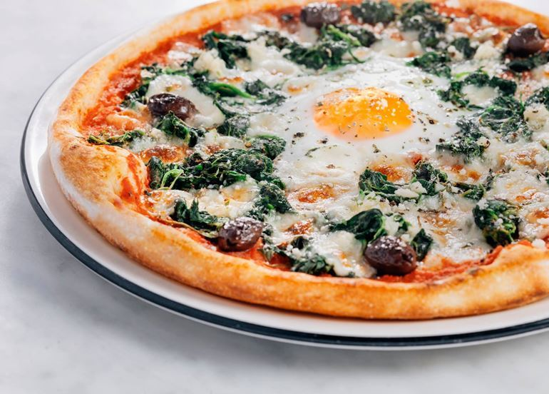 breakfast-pizza-with-egg