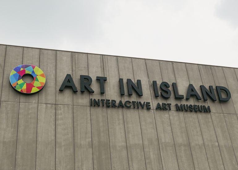 art-in-island-exterior-sign