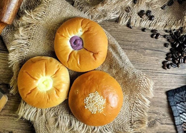 cheese-ube-sesame-pandesals