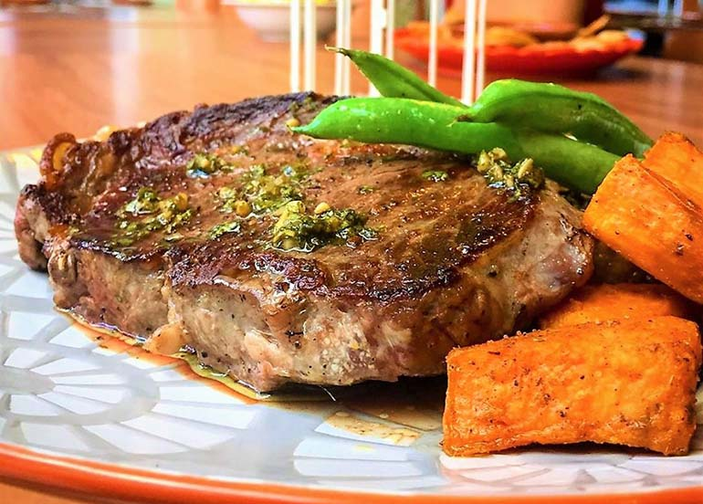 steak-with-carrots-and-green-beans