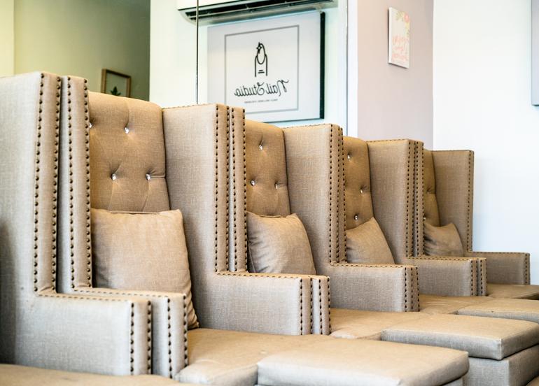 Nail Studio Lounge Chairs