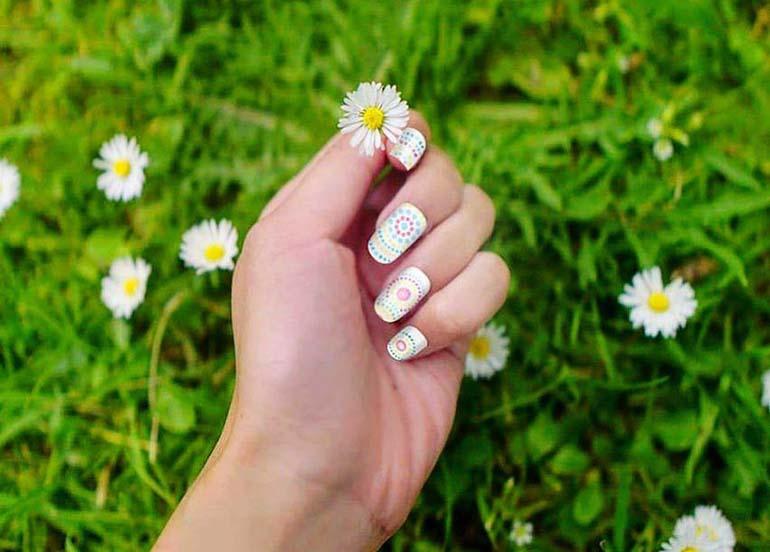 nail-art-daisy-flower