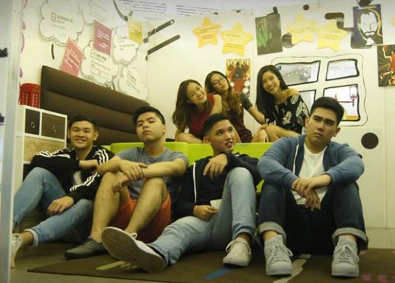 group-of-teenagers