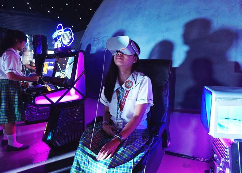 3d-goggles-exhibit