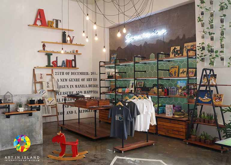 Art in Island Souvenir Shop